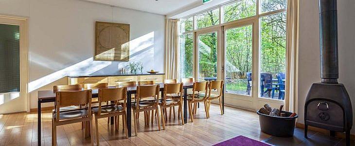 Locatie Nederland; Meeuwenveen tafel binnen