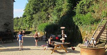 Locatie foto Le Moulin, Frankrijk picknicktafel