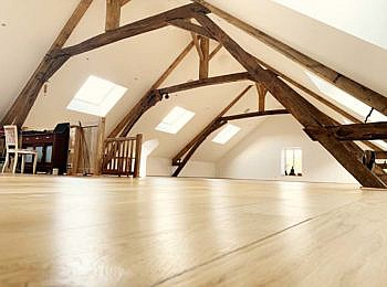 Location photo Le Moulin, France attic space