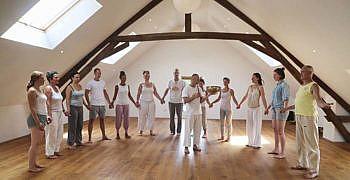 Yoga met klankschaal binnen